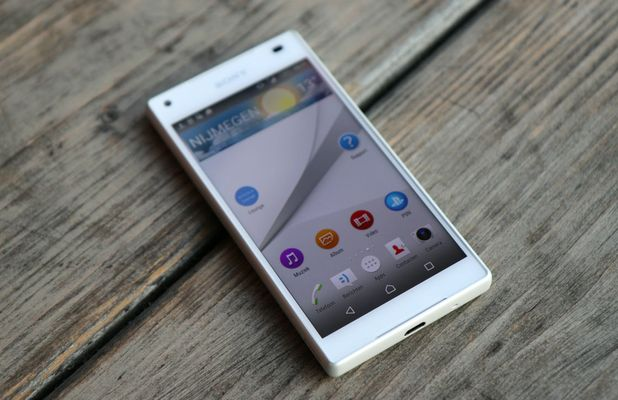 sony-xperia-z5-compact-review-1